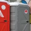 Installati i bagni chimici davanti all'ufficio postale